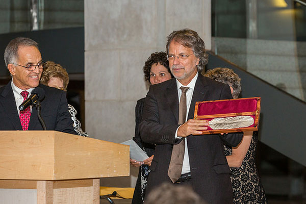 Mia Couto receiving the Neustadt Prize. Photo by Vanessa Rudloff.